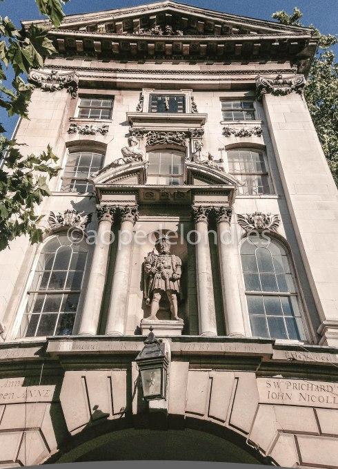 Henry VIII, a sua única estátua ao ar livre em Londres.